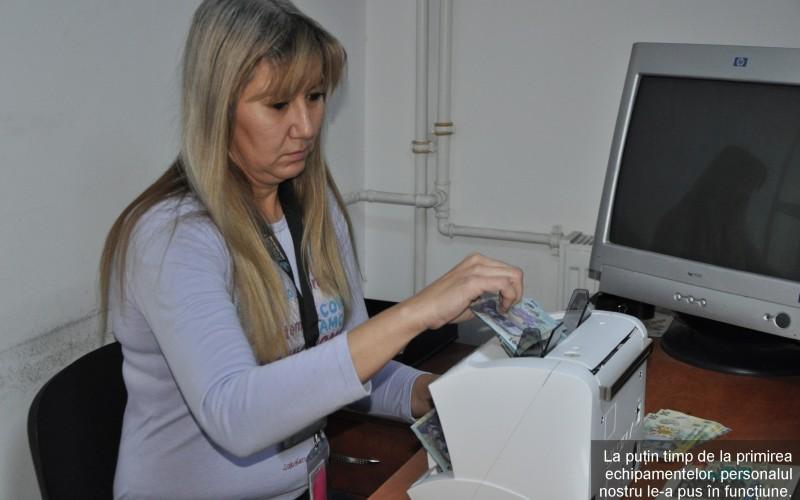Iată pe ce cheltuie banii Poşta Română. A cumpărat maşini de numărat bani!!!