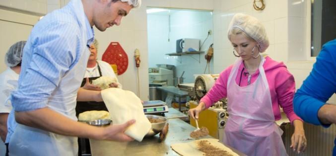 Andreea Bălan și soţul său, bucătari de ocazie. Au făcut cozonaci în tabăra lui nea Mărin