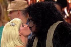Andreea Bănică se sărută pasional cu o… Maimuță, la Revelionul Starurilor 2018