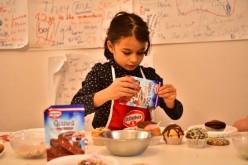 Dr. Oetker România ajută copii din organizaţia SOS Satele Copiilor România să prepare prăjituri de Crăciun