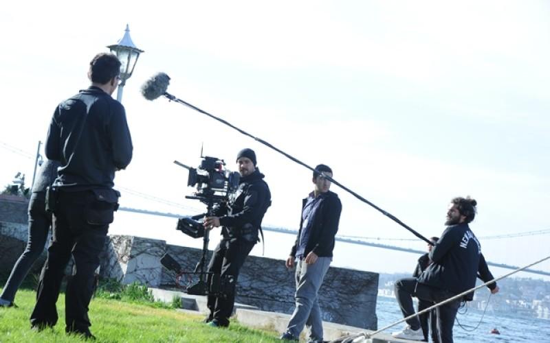 """""""Fructul oprit"""" a ajuns în presa turcă. Jurnaliştii din Turcia, interesaţi de serialul Antena 1"""