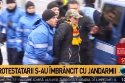 Scandal la Guvern. Protestatarii s-au luat la bătaie cu jandarmii!