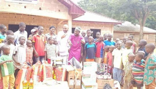 Artistul român Admiral C4C, implicat într-un proiect caritabil în Nigeria