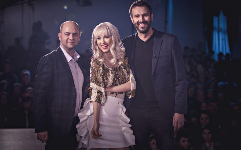 Andreea Bălan mănâncă bunătăţi pe furiș la  show-ul Ie, Românie
