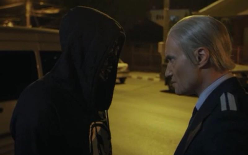 Torţionarul Vişinescu îl pune Carla's Dreams să-şi dea jos machiajul de pe faţă!