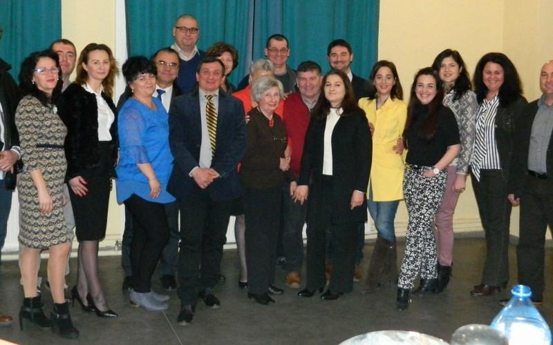 Un grup de români construiesc o Nouă Românie inima Uniunii Europene!