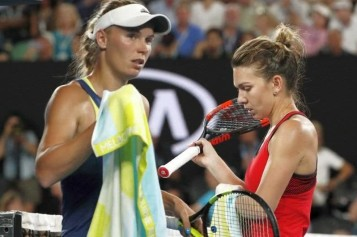 Reacţia şocantă a lui Wozniacki după ce Halep a detronat-o de pe primul loc mondial!