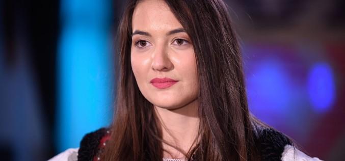 """Adriana Petrovan, câștigătoarea """"Ie, Românie"""" – Maramureș, vrea să devină polițistă"""