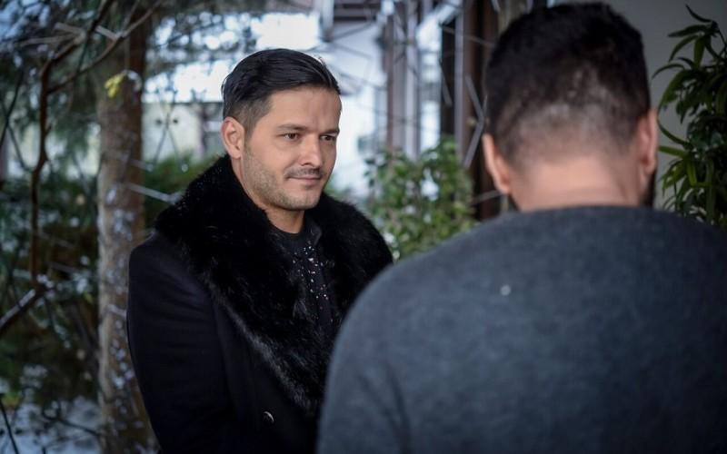 """Liviu Vârciu îi dă sfaturi în dragoste lui Petru Păun în serialul """"Fructul oprit"""""""