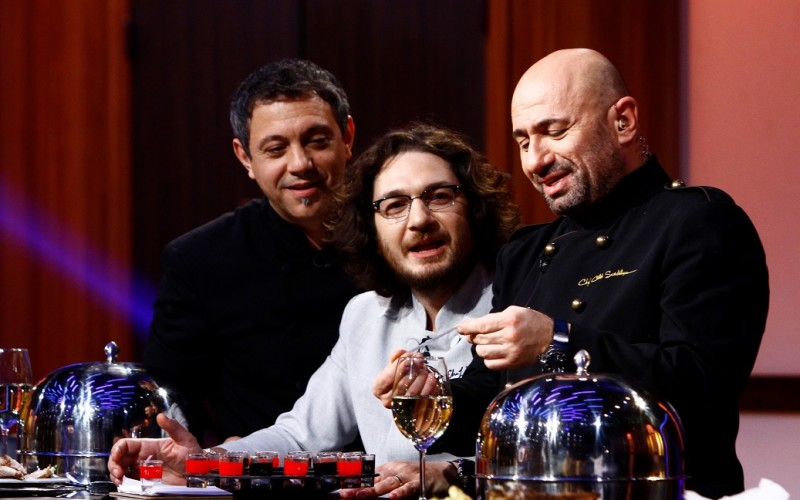 """Ruleta cu provocări îi pune pe jurații """"Chefi la cuțite"""" în ipostaze inedite"""