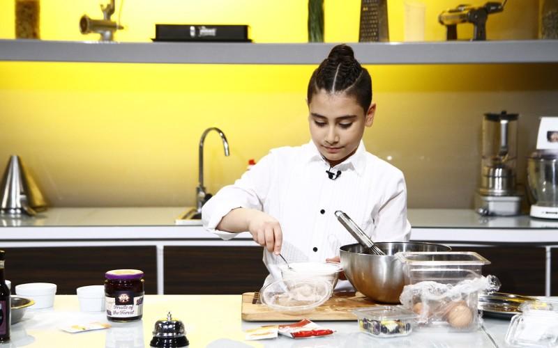 Un copil face furori la show-ul culinar Chefi la Cuţite de la Antena 1