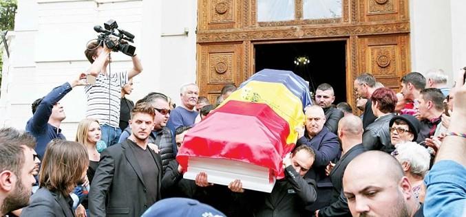 Bătaie la înmormântarea Ionelei Prodan, pe pachetele de lux oferite la parastas!