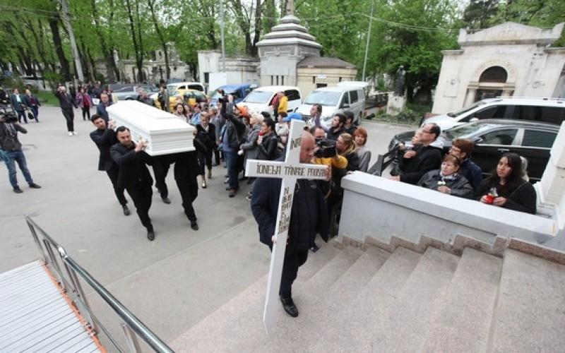 Scandal URIAȘ după moartea Ionelei Prodan! Iohannis, acuzat că a refuzat ultima dorință a artistei!