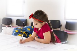 Copiii din generațiile actuale merită o educație mai bună – află cum îi ajută psihoterapia atât pe copii, cât și pe părinții acestora