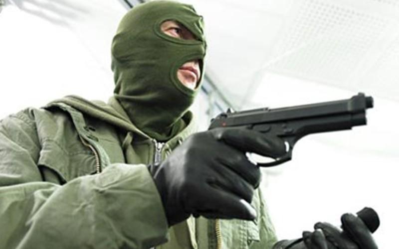 Jaf armat la o bancă din Baia Mare. Hoţii au furat un miliard de lei în 4 minute!