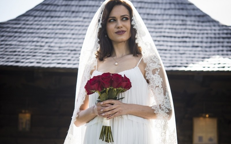 Sonia îmbracă rochia de mireasă și îl cere pe Alex în căsătorie!