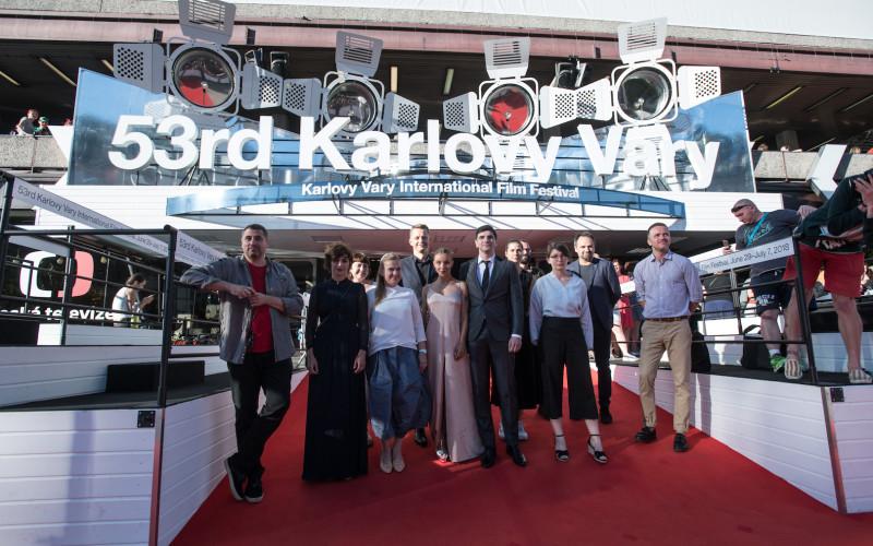 """Filmul """"Îmi este indiferent dacă în istorie vom intra ca barbari"""" a cucerit Globul de Cristal la Karlovy Vary"""