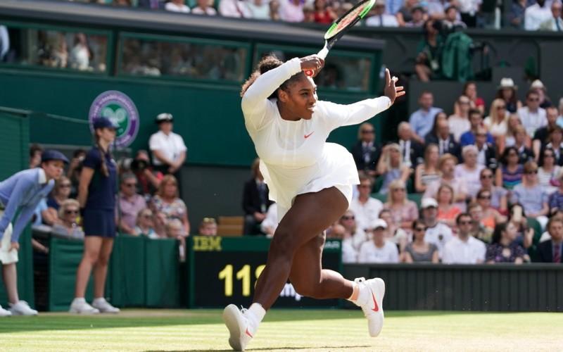 Serena Williams, spulberată în finala de la Wimbledon de Angelique Kerber