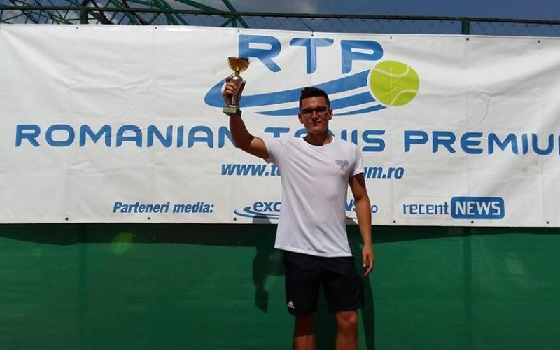 Samir Popa, victorios la deubutul în circuitul RTP. A câştigat turneul de la Craiova