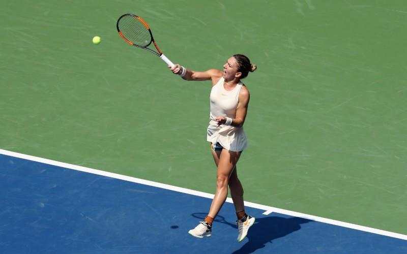 Simona Halep, încă un eşec usturător. Românca, învinsă categoric de Dominika Cibulkova, în turul II la Wuhan