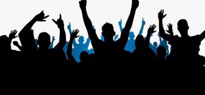 Bate vânt de schimbare în toată ţara. Un grup de tineri pregătesc o lovitură devastatoare pentru politicieni