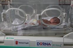 De Ziua Prematurității, Dorna și Salvați Copiii anunță donații către încă 10 maternități din țară
