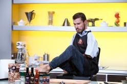 """Un pictor cu handicap la mâini gătește la """"Chefi la cuțite"""""""