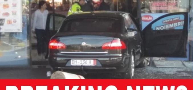 Atentat sângeros la un Mall din Brăila. A intrat cu maşina într-un grup de persoane!