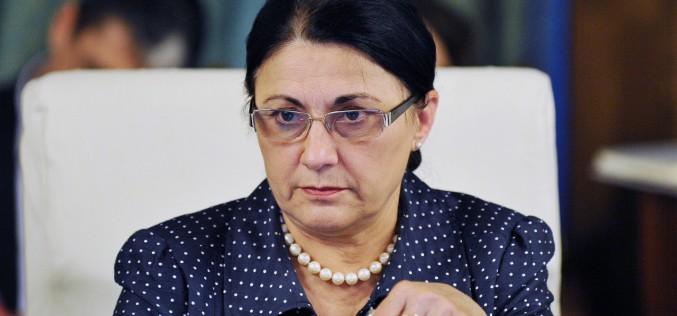 Andronescu, dată afară de la Minister, după declaraţia halucinantă făcută faţă de Alexandra Măceşanu