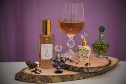 Românca Raluca Vasile a inventat parfumul cu aromă de vin. Culmea, parfumul poate fi şi băut!