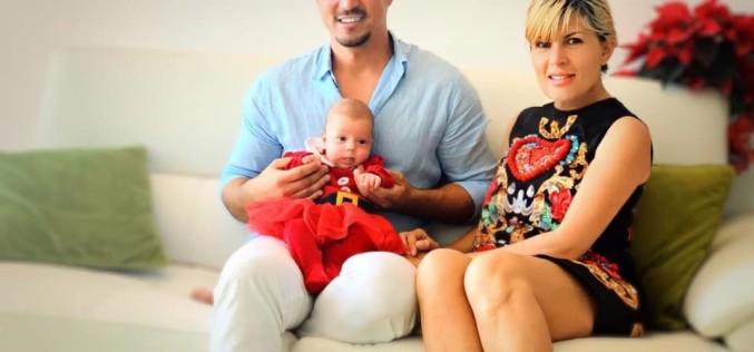 Elena Udrea a publicat prima fotografie alături de iubit şi fetiţă