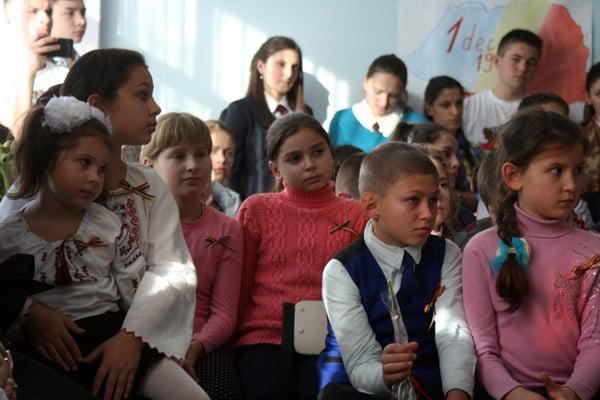 liceul-teoretic-mihai-eminescu-din-comrat-1-decembrie8