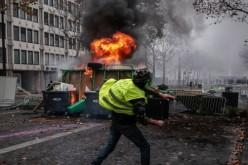 Haos la Paris. Zeci de răniţi în urma confruntărilor violente cu forţele de ordine