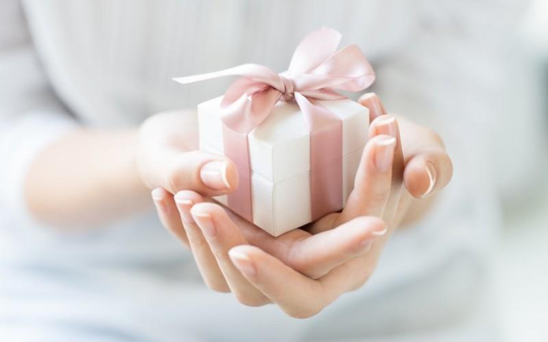 Ideea personalizării cadoului – practică și eficientă de 8 Martie