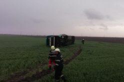 Un autocar plin cu pasageri, luat pe sus de o tornadă în judeţul Călăraşi