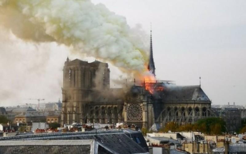 Incendiu devastator la Catedrala Notre-Dame din Paris