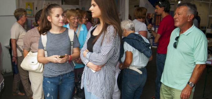 """Târgul de carte în aer liber """"Open Book"""", organizat la Arad în Piața Avram Iancu"""