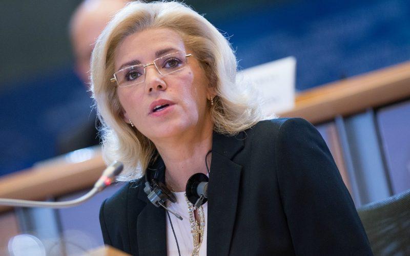 Corina Creţu, mesaj şocant pe facebook. Comisarul european este terminat!