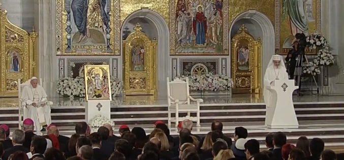Papa Francisc, vizită istorică în România. Suveranul Pontif a ajuns la Catedrala Neamului