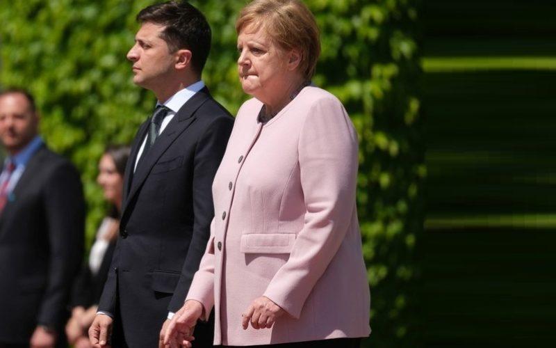 Imagini şocante cu Angela Merkel. Cancelarul german a început să tremure groaznic la o ceremonie oficială – VIDEO