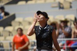 Simona Halep a spulberat-o la Roland Garros pe Lesia Tsurenko