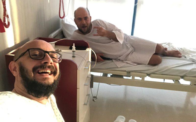 Cosmin Seleși și Cătălin Bugean, regizorul emisiunii Te cunosc de undeva, au ajuns la spital