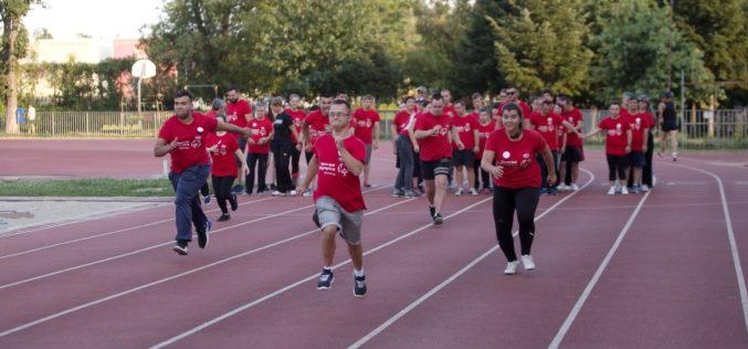 100 de sportivi cu dizabilități intelectuale, aliniaţi la linia de start a Campionatului Municipal de Atletism Special Olympics