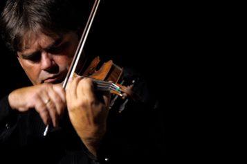 """Violonistul Gabriel Croitoru încheie Turneul """"Vioara lui Enescu"""" 2019 cu recitaluri la Bucureşti şi Ploieşti"""
