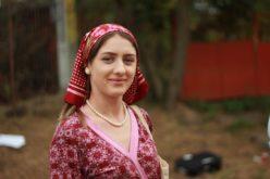 Aurica, în rol de ţărancă în serialul Moldovenii, în viaţa reală est arbitru de fotbal