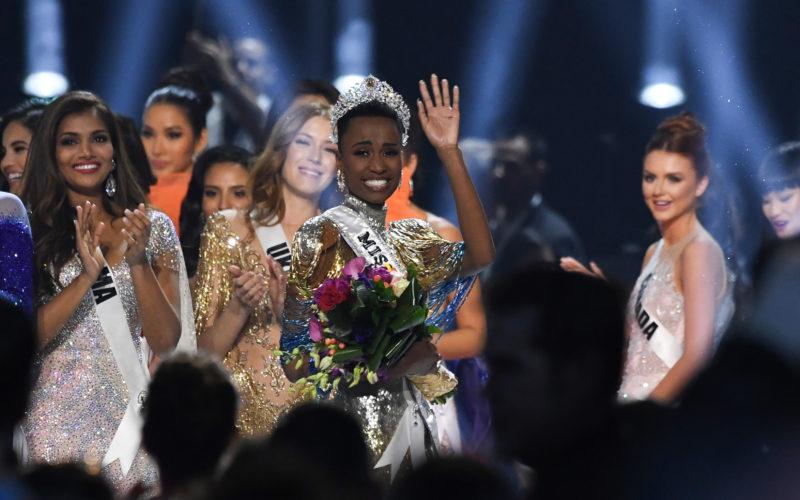 Zozibini Tunzi, aleasă Miss Univers 2019