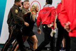 O blondă a devenit milionară după ce a fost arestată