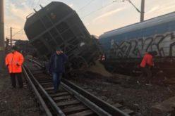 Un tren de marfă a deraiat în Olt. 15 vagoane au sărit de pe şine