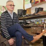 Un cizmar din judeţul Cluj a inventat pantofii de distanțare socială