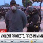 Jurnalişti CNN, arestaţi în timp ce transmiteau LIVE din faţa unei secţii de poliţie din SUA – VIDEO